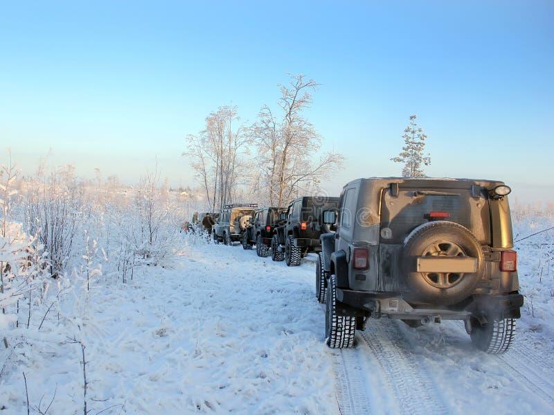 吉普争吵者在冬天森林里,俄罗斯 库存图片