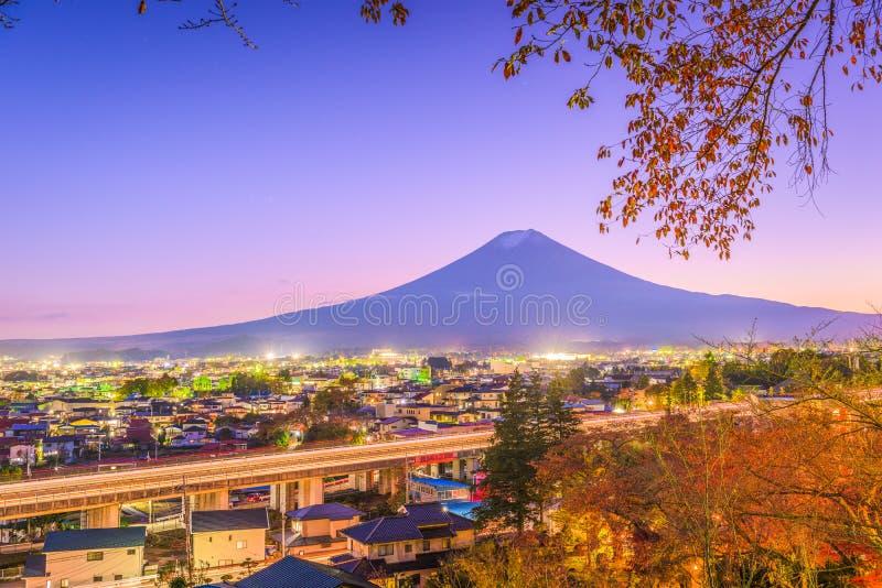 吉田市,日本镇地平线 免版税库存照片