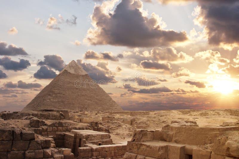 吉萨棉金字塔日落 免版税库存图片