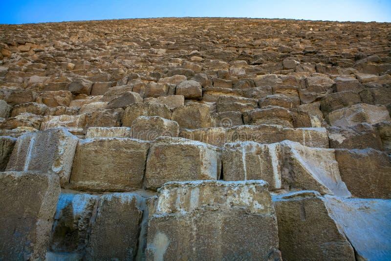 吉萨金字塔的巨型的石头 库存照片