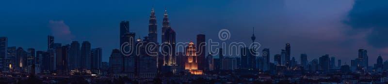 吉隆坡地平线在晚上,马来西亚,吉隆坡是马来西亚首都 免版税库存照片