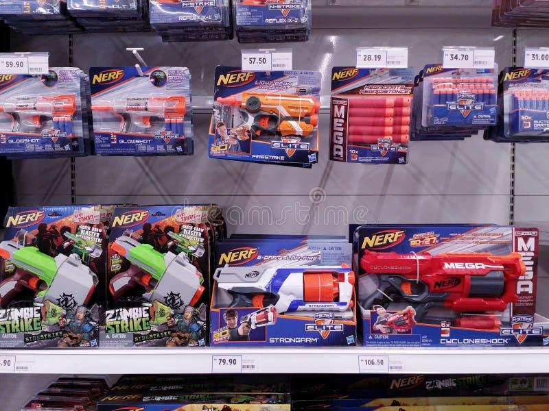 吉隆坡,马来西亚- 2017年5月20日:Nerf玩具品种在超级市场的 免版税库存图片