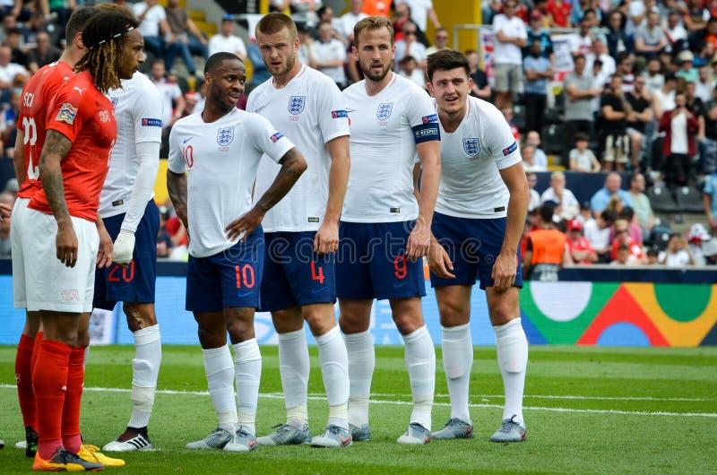 吉马朗伊什,葡萄牙- 2019年6月09日:在UEFA国家同盟决赛期间为,英国足球选手打任意球 库存照片