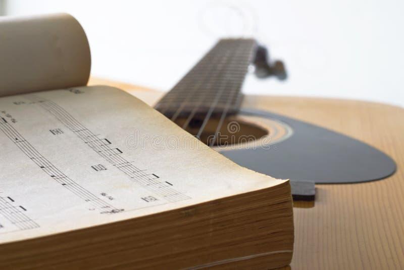 吉他为创造音乐 库存图片