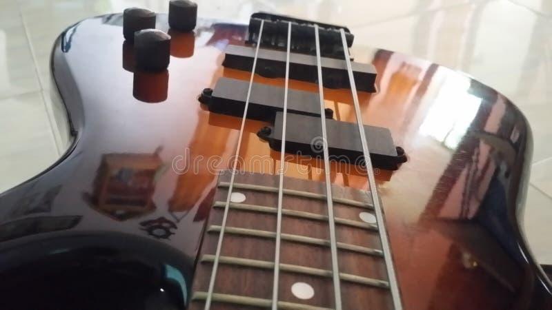吉他低音 免版税库存图片