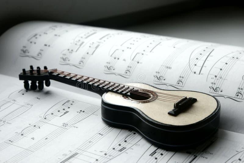 吉他和笔记 图库摄影