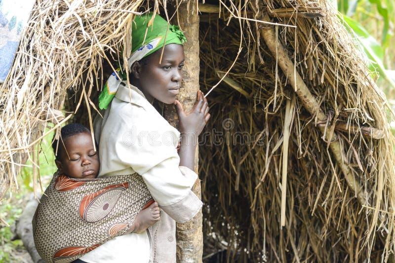 吊索的非洲母亲婴孩 免版税库存图片