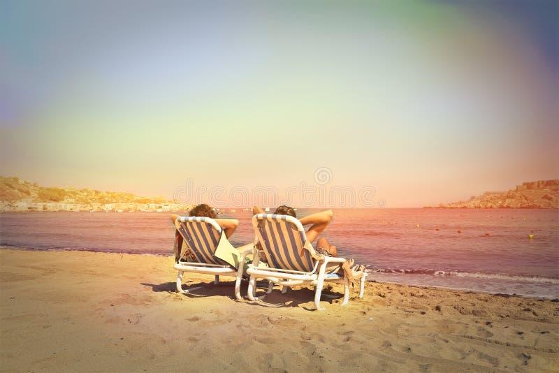 同时在海滩 免版税图库摄影