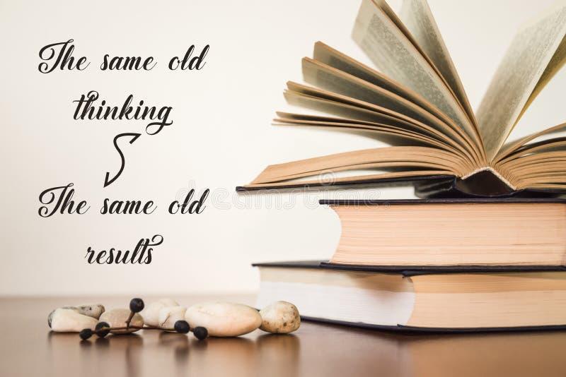 同样老认为同样老resultsOpen在轻的背景的书 库存图片