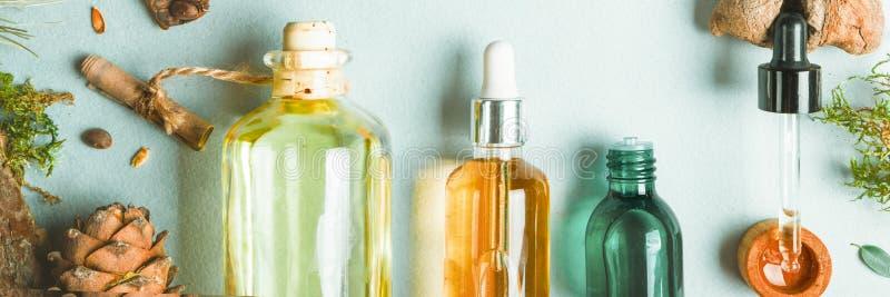 同种疗法油,小肠健康自然化妆用品的,护肤的油膳食补充剂在轻的背景 免版税库存照片