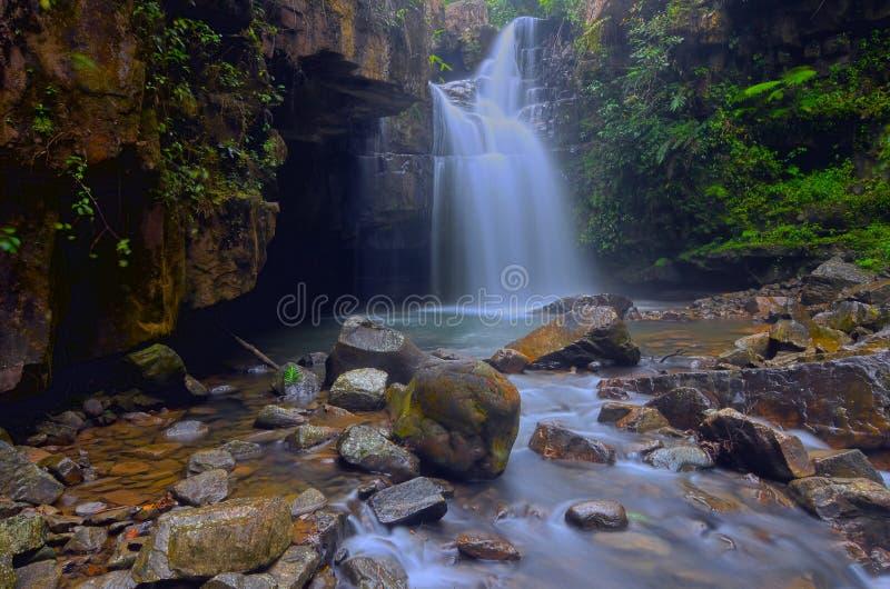 直名丁宜市瀑布在彭亨,马来西亚 图库摄影
