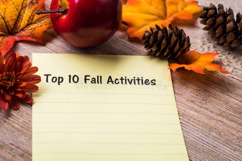 名列前茅10秋天在笔记本和木板的活动列表概念 免版税库存照片