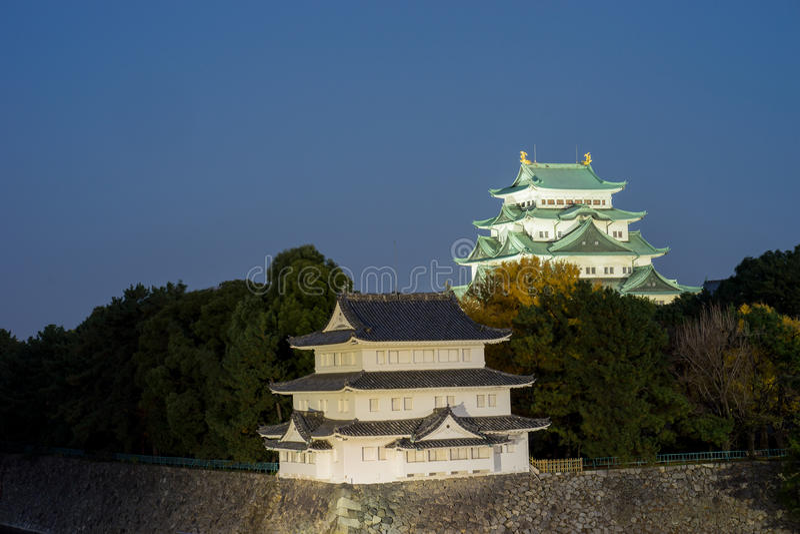名古屋城堡在晚上-日本 库存照片