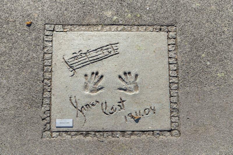 名字和星手印刷品在名望慕尼黑步行的在的 库存图片