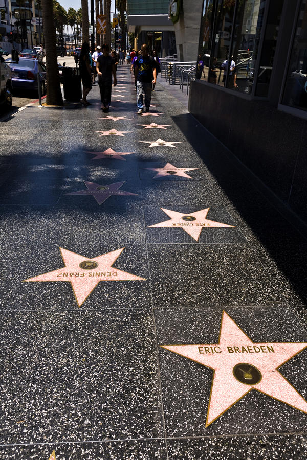名望步行的人们在好莱坞 免版税库存图片