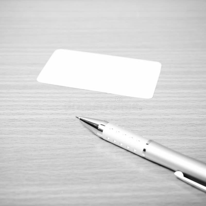 名片和笔黑白颜色定调子样式 免版税库存图片