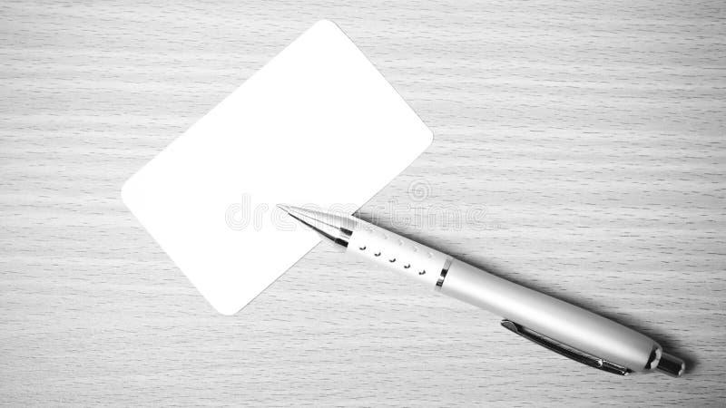 名片和笔黑白颜色定调子样式 图库摄影