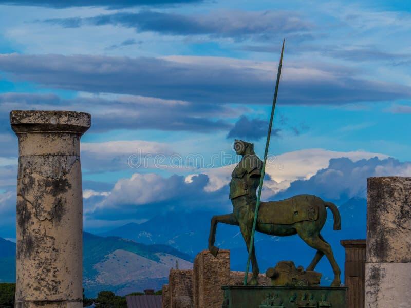 名骑手,古老和现代在庞贝城 免版税库存图片
