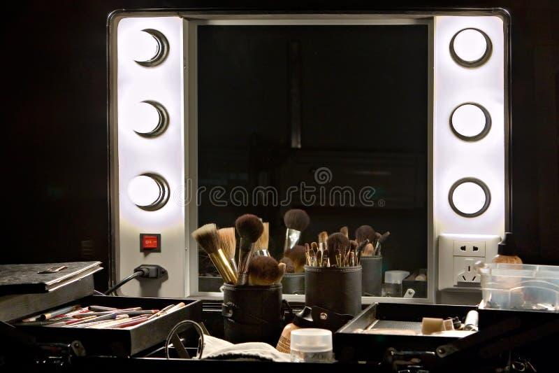 后台镜子和做设置 库存图片