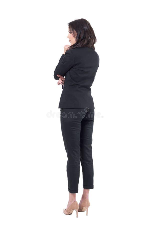 后方外形观点的衣服观看的典雅的女商人观众感兴趣在注意 库存图片