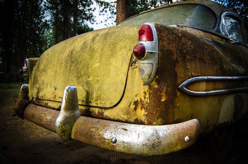 后方1953生锈了老汽车 库存图片