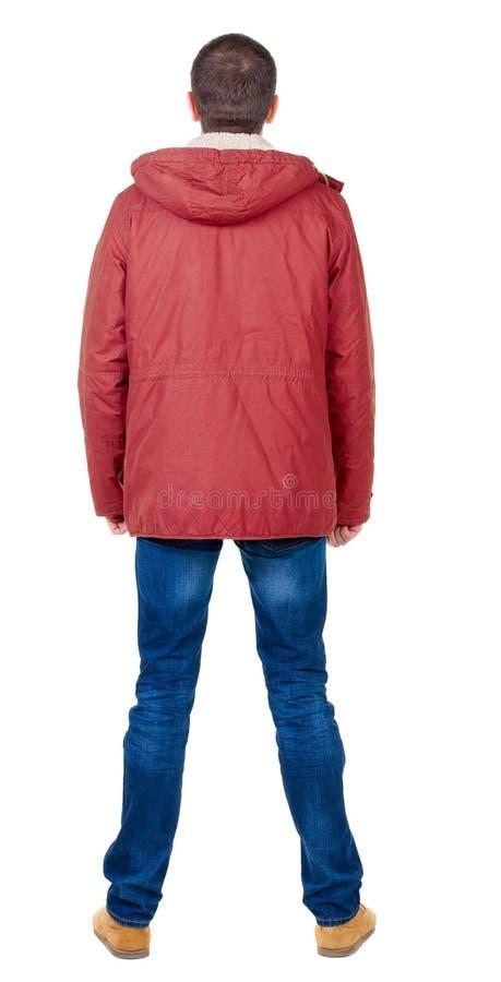 后面观点的冬天附头巾皮外衣看的英俊的人 图库摄影