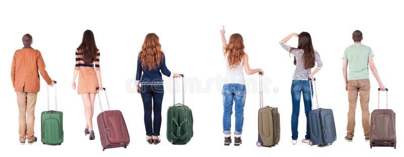 后面观点的带着手提箱的小组 免版税库存图片