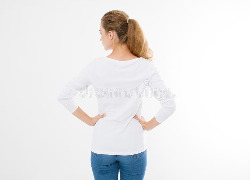 后面观点的年轻白种人, europian妇女,空白的白色T恤杉的女孩 T恤杉设计和人概念 衬衫的硬前胸视图 免版税库存照片