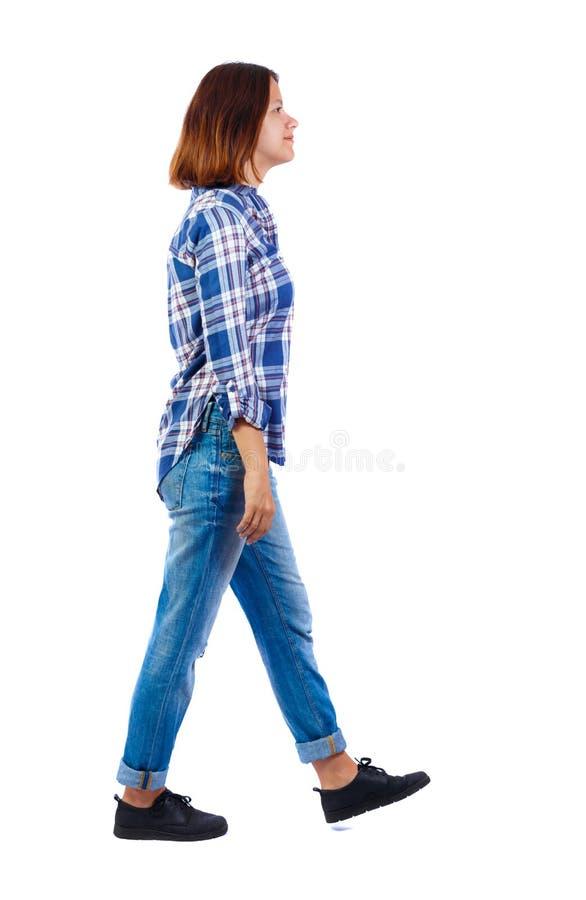 后面观点的走的妇女 免版税库存照片