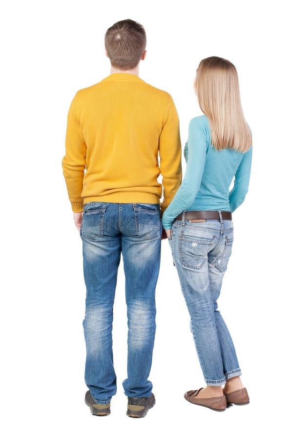 后面观点的年轻拥抱的夫妇男人和妇女 库存图片