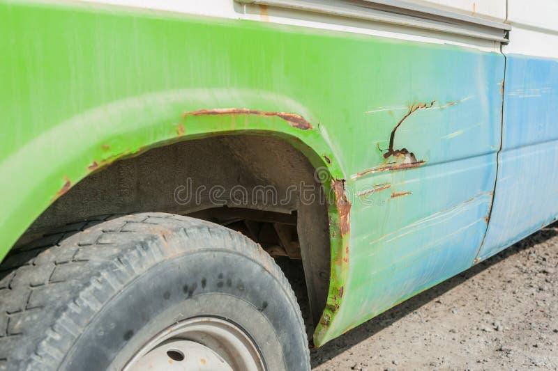 后面绿色事故提取 免版税库存照片