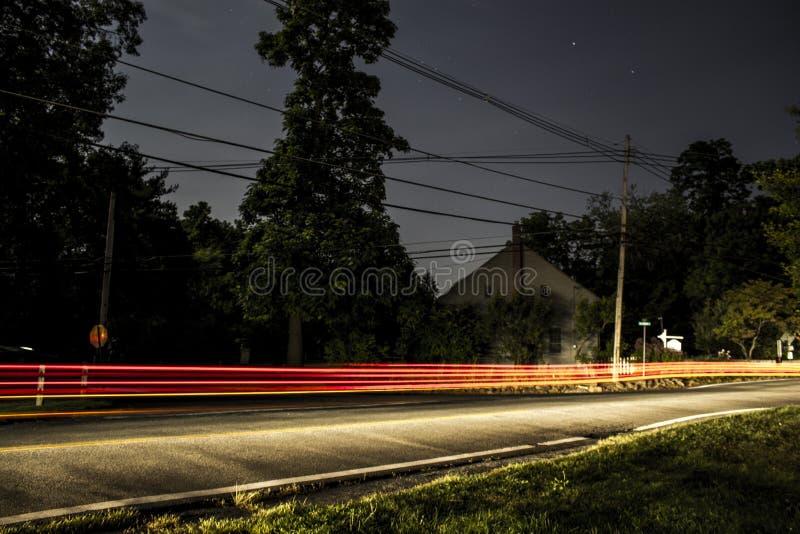 后NJ小镇长的曝光在夜乡下公路 库存图片