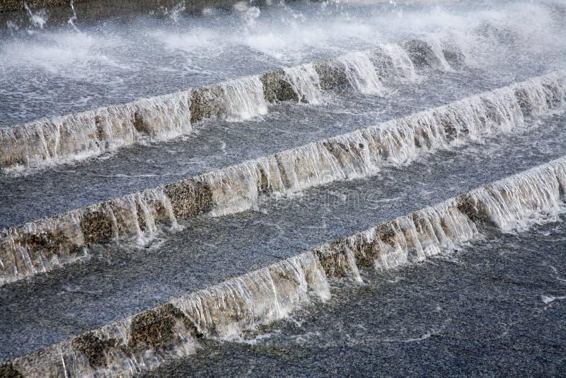 向下流动的水 库存照片