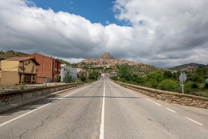 向典型的山村的通路 库存图片