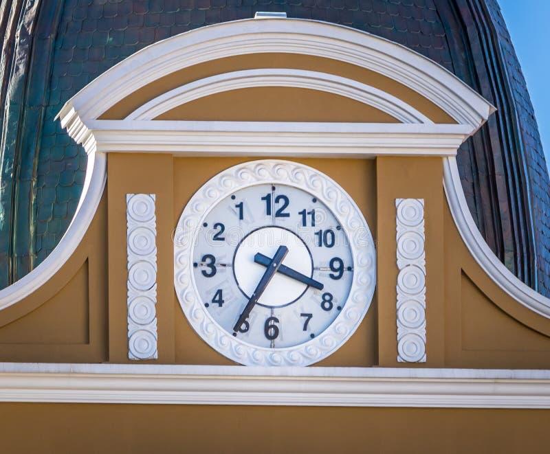 向后政府的拉巴斯,玻利维亚玻利维亚的宫殿时钟  免版税库存照片