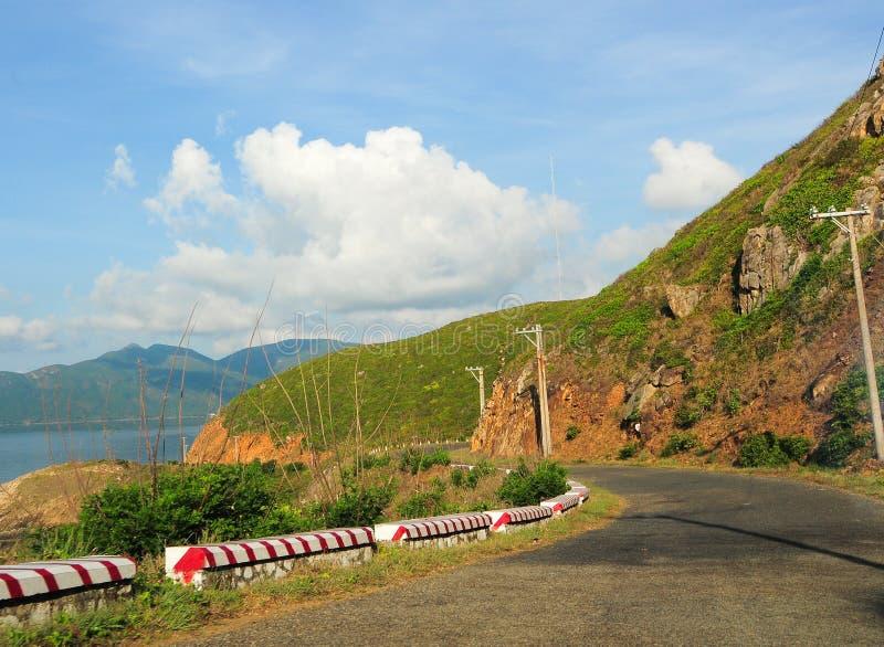 向山的路在昆仑岛海岛 库存照片