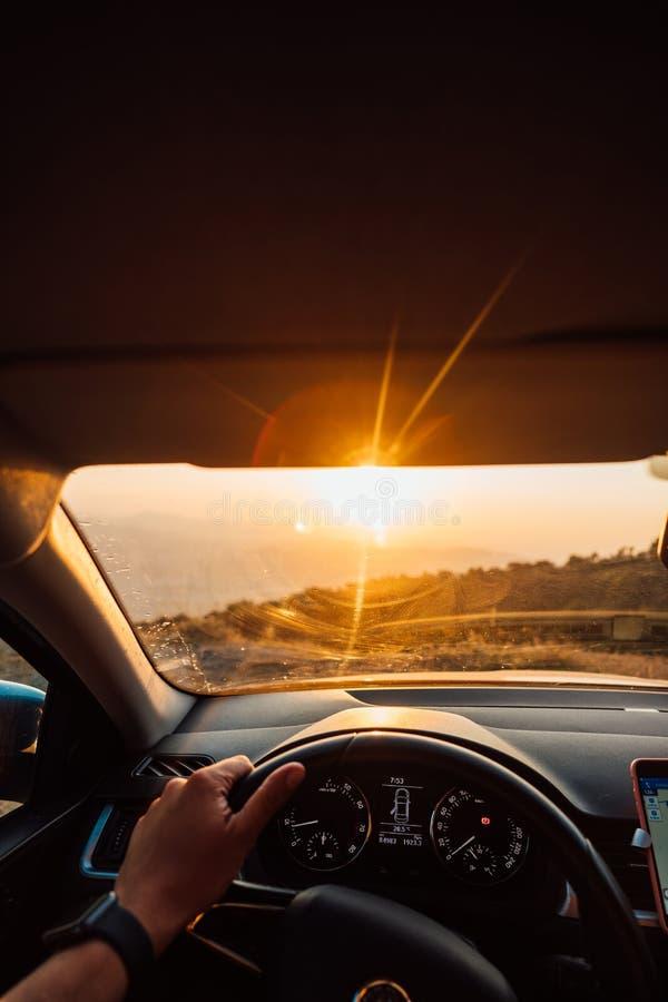 向成功的路-旅行在路的司机 库存图片