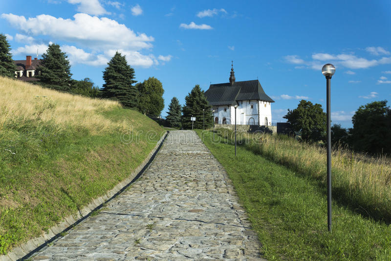 向教会的路在波兰 免版税图库摄影