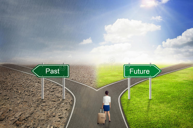 向正确方法的商人概念,过去或者未来路 库存照片