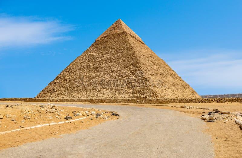 向海夫拉金字塔的路  库存图片