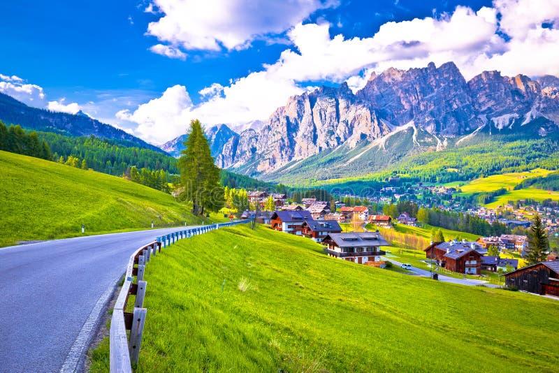 向肾上腺皮质激素d `安佩佐的路在白云岩阿尔卑斯 免版税库存照片