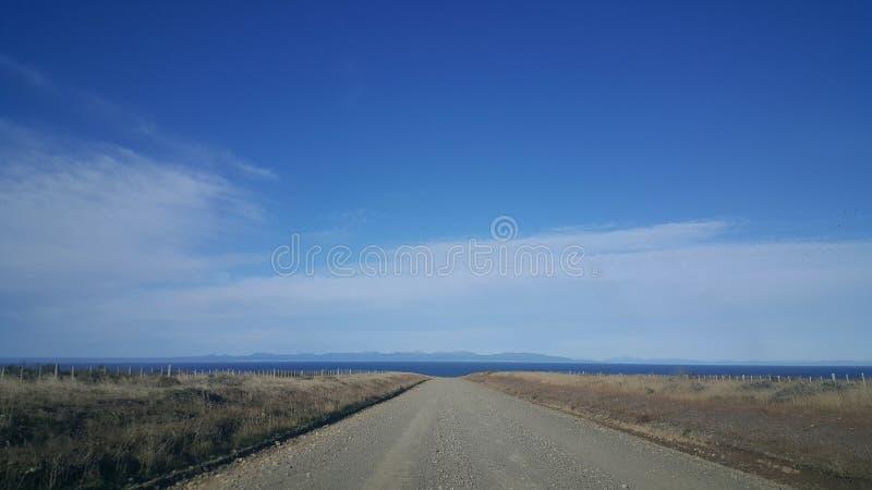 向自由的路-火土地大海岛-远离文明的无人区域 库存照片