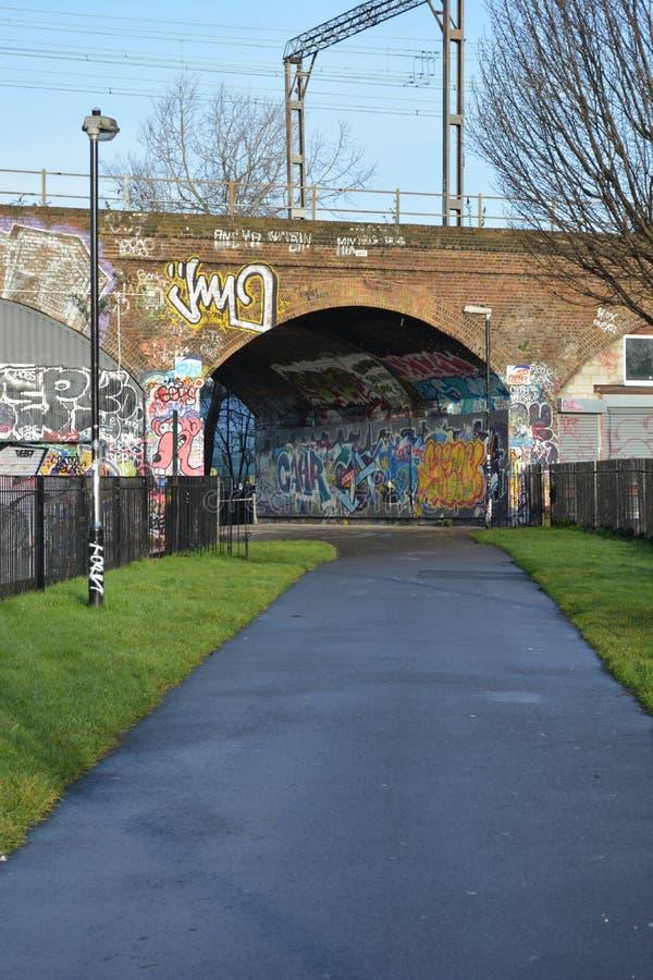向街道画墙壁的人行道 免版税图库摄影