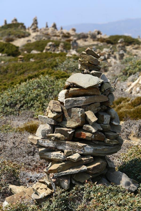 向金字塔扔石头 免版税库存照片