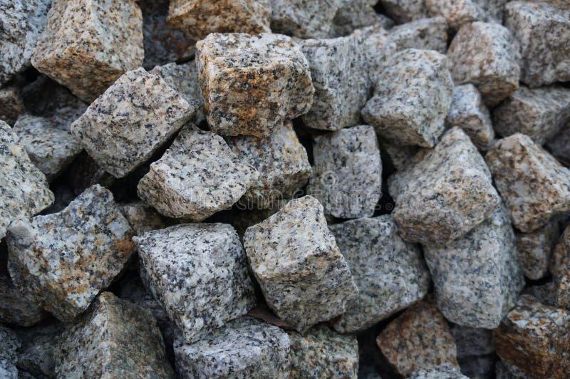 向铺石扔石头 免版税库存图片