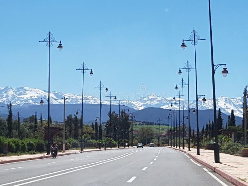 向阿特拉斯山脉,摩洛哥的路 库存图片
