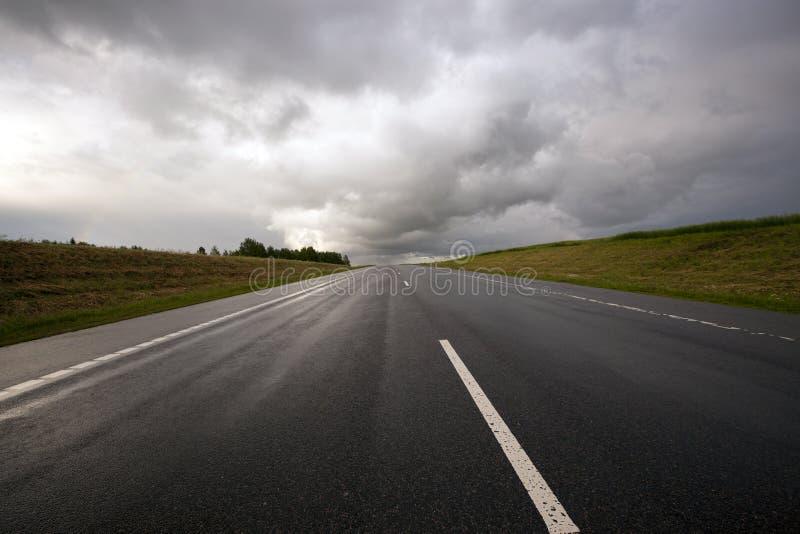 向风暴的路 免版税库存图片