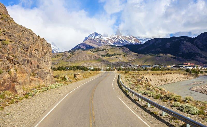 向El Chalten的路在阿根廷。 库存图片