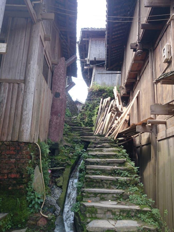 向miao国籍村庄的路在瓷的 库存照片
