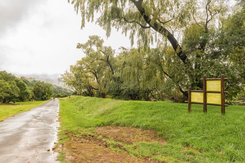 向Thendele的路在皇家新生国家公园 免版税库存图片